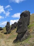 Juego bruto-450px-moai_rano_raraku.jpg