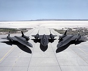 lockheed sr-71 blackbird-lockheed-sr-71-blackbird-los-3-de-frente-james-gordon.jpg