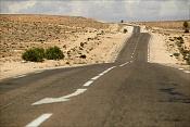 BMW Z4_Desert run -desert-road.jpg