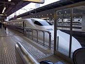 Viajes: mira que esta lejos japon-shinkansen-en-la-estacion-de-tokio.jpg