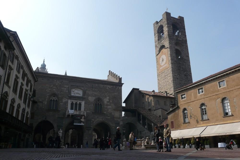 Il Giro 2010-03-bergamo-piazza-vecchia.jpg