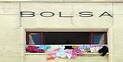 Nos mienten con la crisis -bolsa-y-ropa.jpg