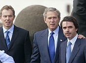 Nos mienten con la crisis -blair_bush_aznar_cumbre_azores.jpg