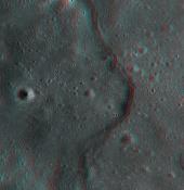 La luna fotografiada en 3D-691526main_lroc_korolev_lobate_scarp.jpg