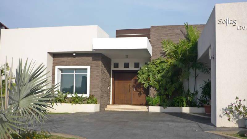Exterior casa moderna for Casa moderna argentina