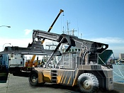 Reach Staker, vehiculo de carga portuaria -reach-wire.jpg
