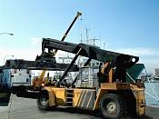 Reach Staker, vehiculo de carga portuaria -reach_baja.jpg