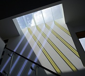 Vidrio dicroico sombras de un color y reflejos de otro color-dichroic-glass-levitt-architecture.jpg