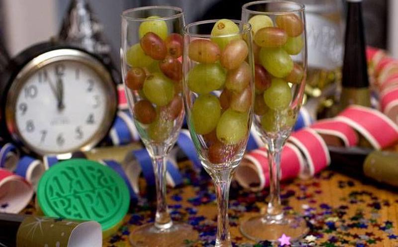 Felices fiestas y prospero año nuevo 2019 a todos-uvas.jpg