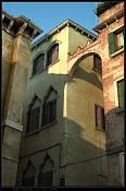 Looking up in Venezia-venezia_1024.jpg