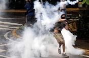 Venezuela: ¿Estamos informados sobre lo que pasa alli?-devolviendo_bomba.jpg