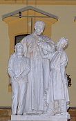 Dentro de una estatua hay una historia-estatua.jpg