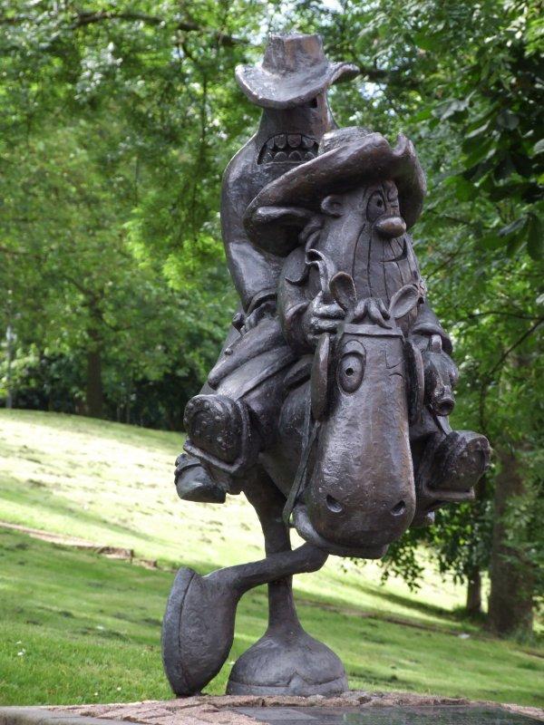 Dentro de una estatua hay una historia-83452417.yi9eqhjc.jpg