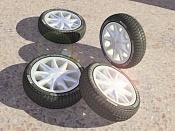ruedas-ruedas_en_el_suelo_baja.jpg