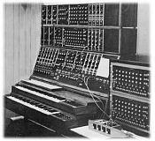 ayudita a un musico-modular_moog.jpg