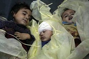 El terrorismo israeli ataca a un barco con ayuda humanitaria para Gaza -400_0___10000000_0_0_0_0_0_the_bodies_of_three_children_from_the_same_family_killed_in_gaza_by_t.jpg