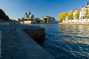 amethyste Paris-seine-river-bank.jpg